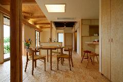 古材を再利用した居間の天井