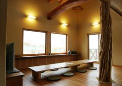鈴蘭高原にあるオザキ山荘のリビングです