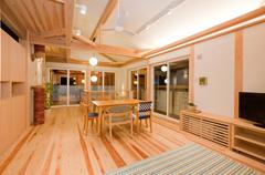2Fは真壁空間、間取りは出来る限りシンプルなものとし可変性をもたせます。