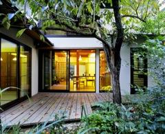 京都小野の随心院隣の借景を取り入れた家