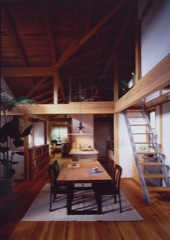 2階リビングの吉野杉の家
