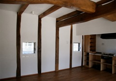 福井県の蔵を移築再生、栗の柱と欅の梁