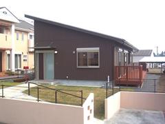 広いロフトのある家族4人で暮らす小さな平屋です。