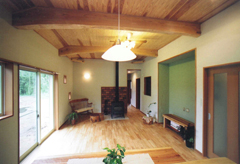 暖炉と太鼓梁が美しい部屋