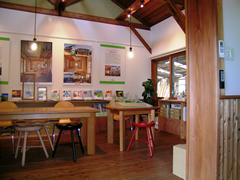 お客様との打合せの他、様々な教室としても開放しているエコショップ