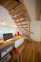 階段下のスペースも有効に使っています