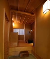 茶室の待合 鉄骨造のビルを改装