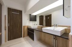 家族でゆったりと利用できる洗面スペース