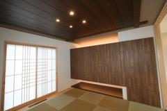 琉球畳を使用し収納が多くできる和室