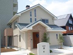 7人の家族がゆっくり暮らすための、54坪の広めのお家です。