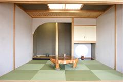 丸窓をアクセントにした落ち着いた和室