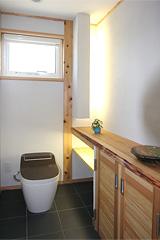 シンプルナチュラルなトイレ空間
